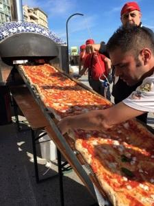 19-Naples-World-Longest-Pizza-03